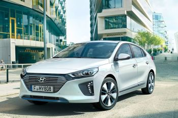 Hyundai Ioniq Plug-in hybrid 1.6 GDi Launch DCT